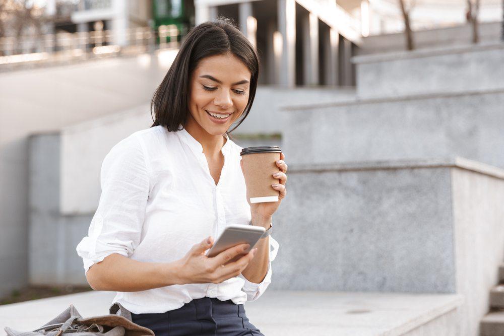 Imagen Chat en Línea, historia e impacto en los negocios - Xegmenta Comunicaciones Corporativas
